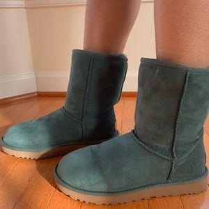 Shoes - ugg classic short II